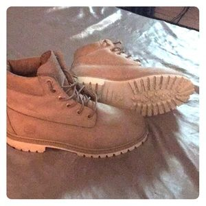 Size 7 mens timberlands, gently used.